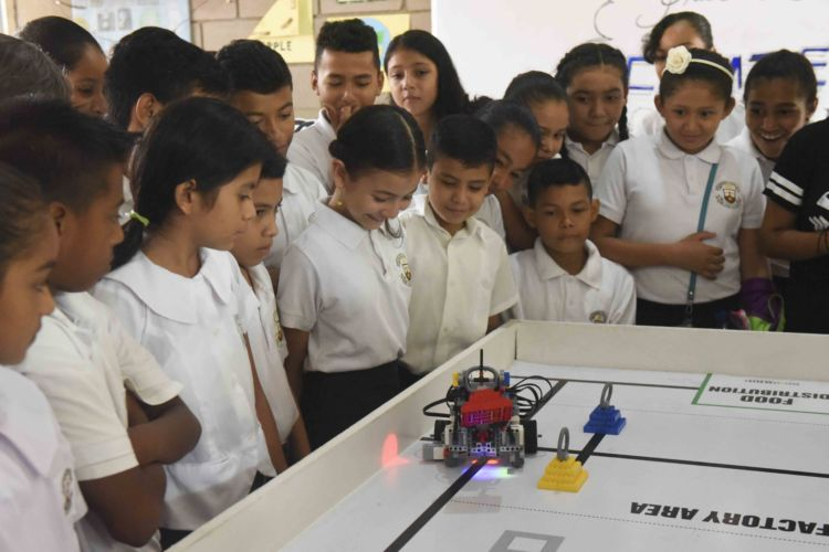 inauguran primer laboratorio de robotica